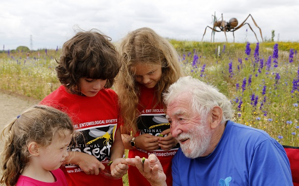David Bellamy teaching children about insects for National Insect Week